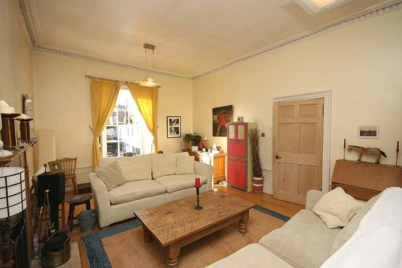 2 Bedrooms Flat for rent in South Gray Street, Edinburgh