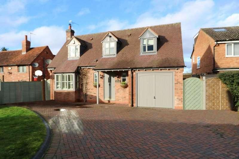 3 Bedrooms Detached House for sale in Blacksmiths Lane, Hockley Heath