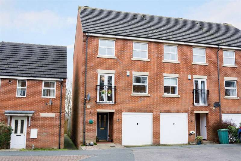 4 Bedrooms Town House for sale in Millbank, Yeadon, Leeds