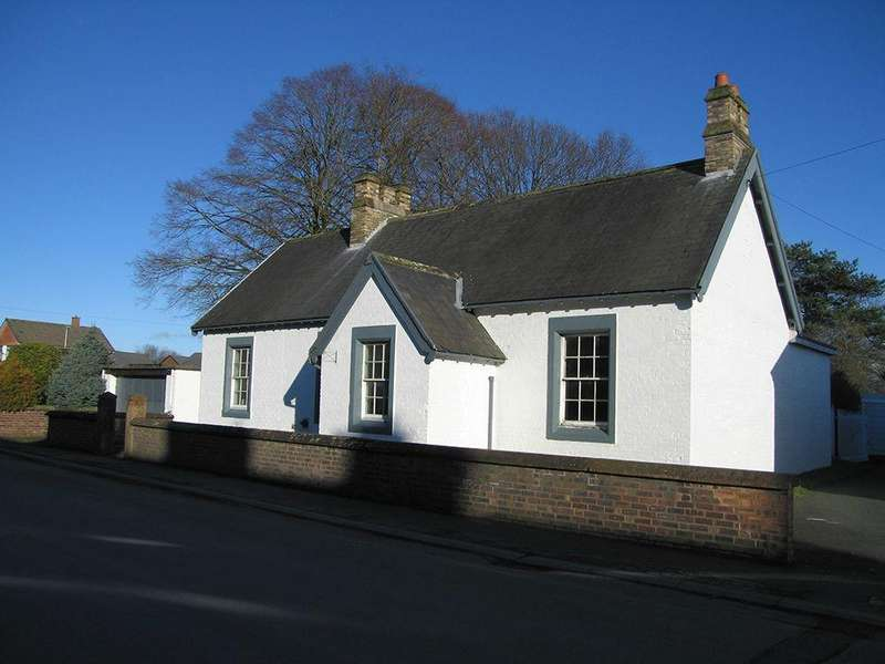 3 Bedrooms Detached Bungalow for sale in Graham Street, Longtown, Carlisle, Cumbria