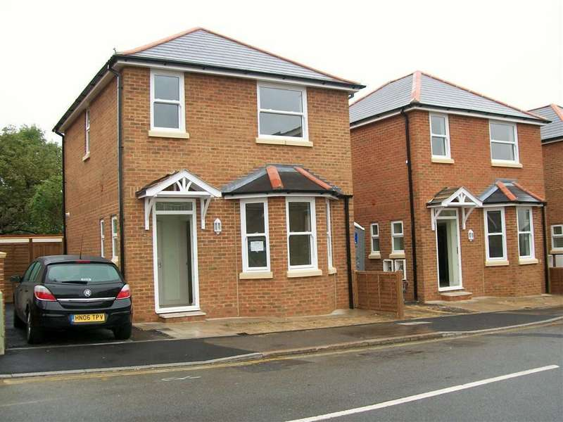 3 Bedrooms House for sale in Herrett Street, Aldershot