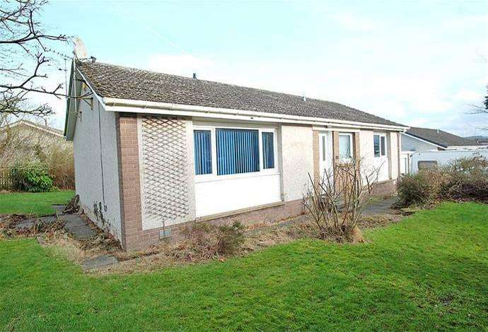 4 Bedrooms Bungalow for sale in 12 Barony Park, Kelso, TD5 8DJ