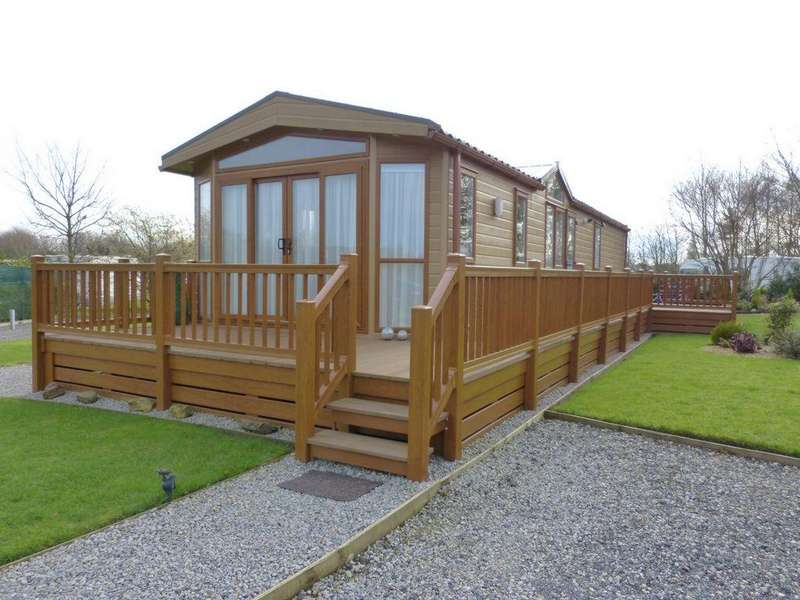 2 Bedrooms Lodge Character Property for sale in Abbey Lane, Off Dark Lane, Ormskirk, L40