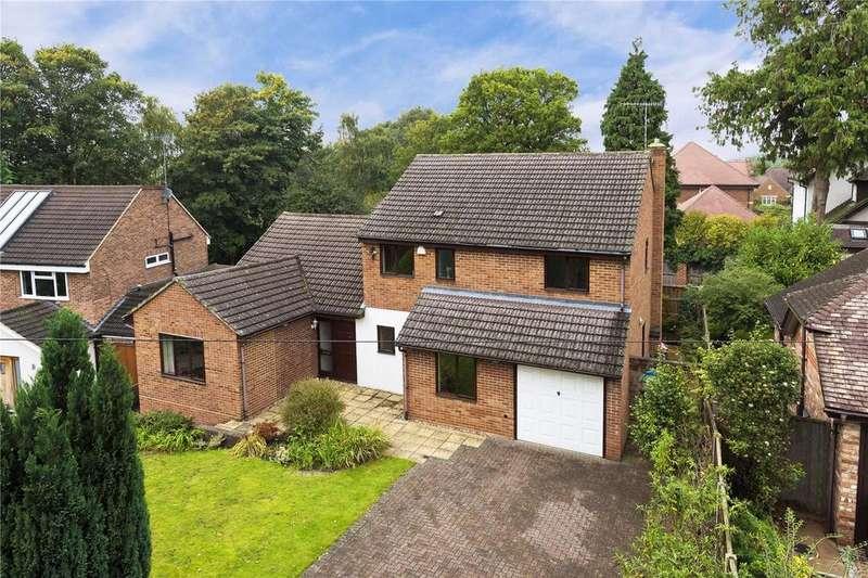 4 Bedrooms Detached House for sale in Cranmer Close, Weybridge, KT13