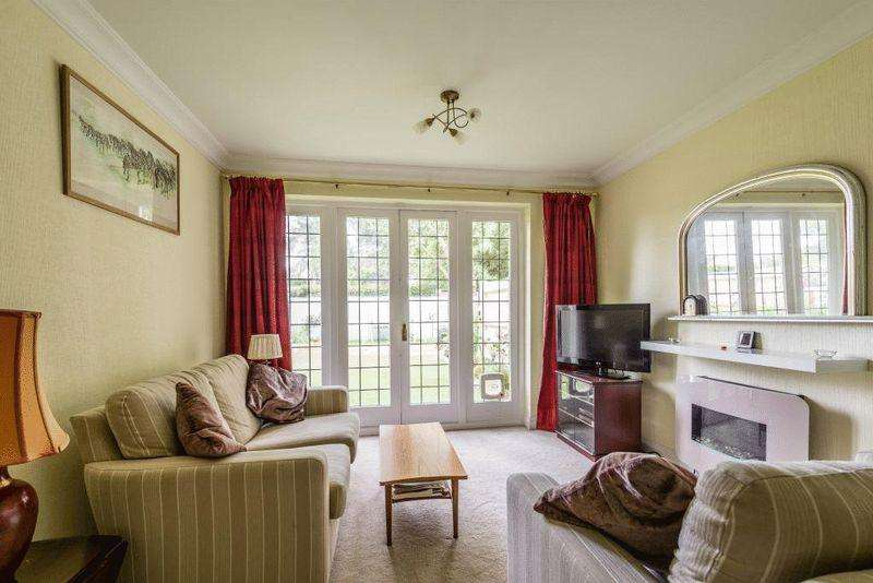 2 Bedrooms Apartment Flat for sale in BROCKHAM
