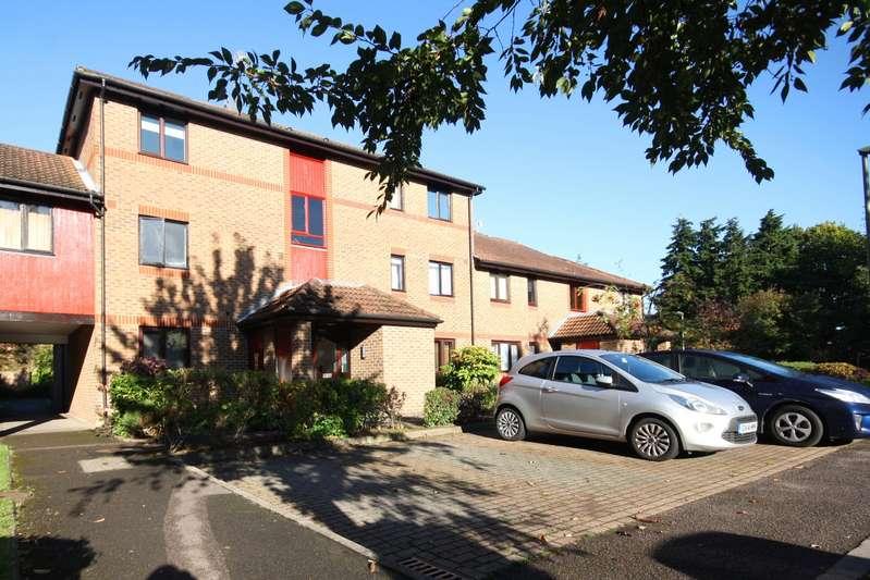 2 Bedrooms Flat for sale in Oakside Court, Horley, Surrey, RH6