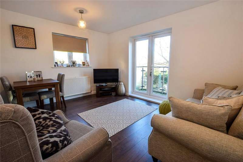 2 Bedrooms Apartment Flat for sale in Rubens Court, Cezanne Road, Watford, Hertfordshire, WD25