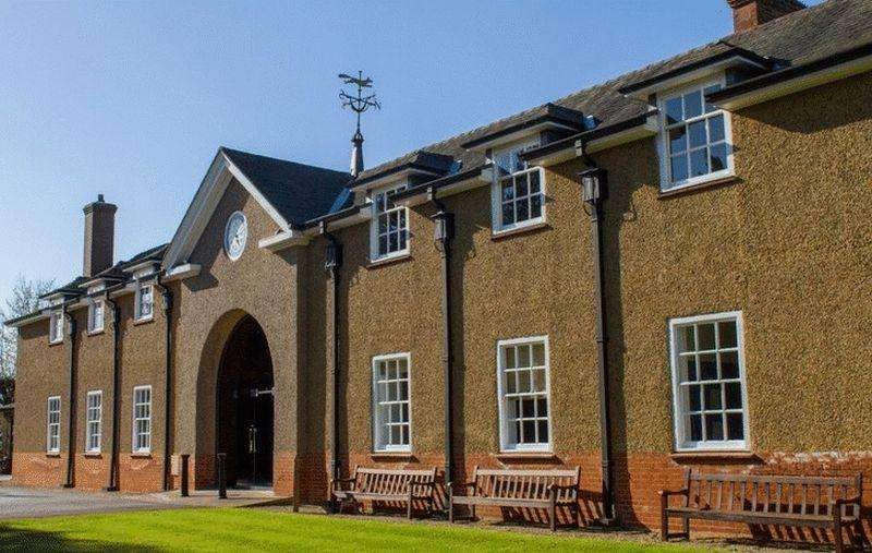 1 Bedroom Hotel Room Flat for sale in A spectacular new hotel investment opportunity in Warwickshire with 10% NET returns per annum for 10 years and a...