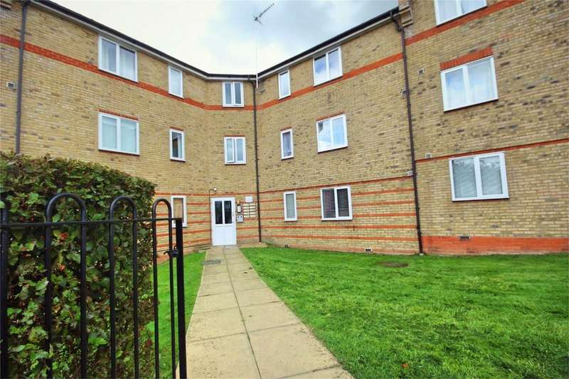 2 Bedrooms Flat for sale in Parkinson Drive, CHELMSFORD, Essex