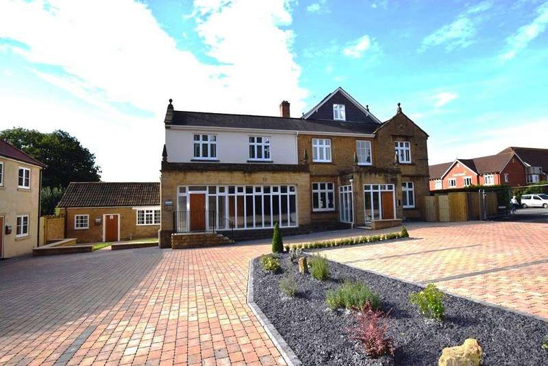 2 Bedrooms Apartment Flat for rent in Red Cedar Court, Yeovil, Somerset, BA20