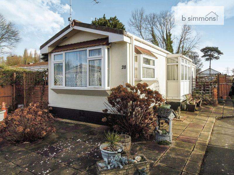 2 Bedrooms Park Home Mobile Home for sale in 28 Orchard Way, Langley.