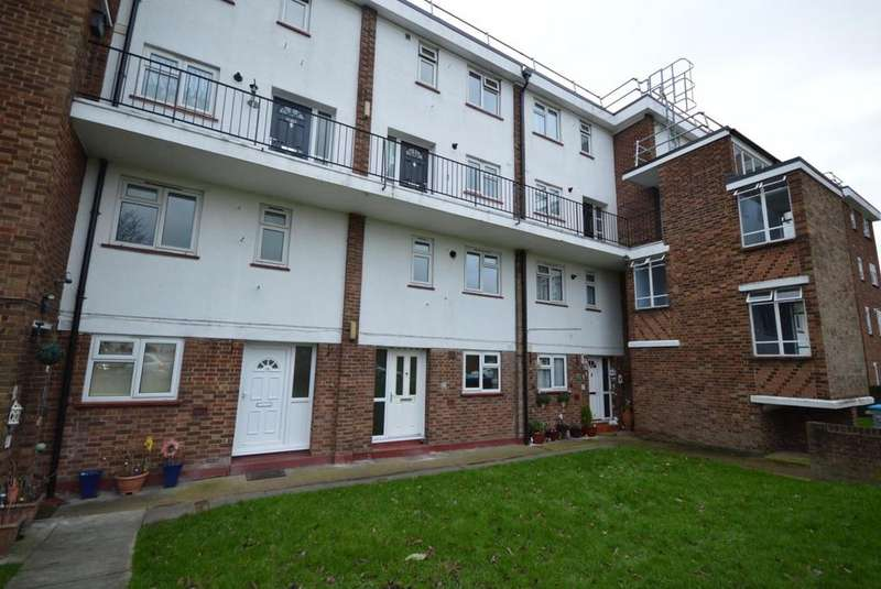 2 Bedrooms Maisonette Flat for sale in Victor Approach, Hornchurch, Essex, RM12