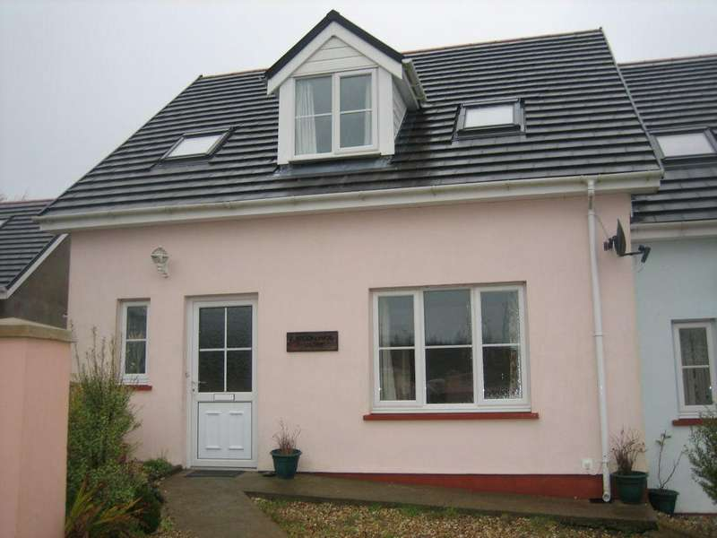 3 Bedrooms End Of Terrace House for rent in 2 Brooklands Close, Simpson Cross, Haverfordwest. SA62 6DZ