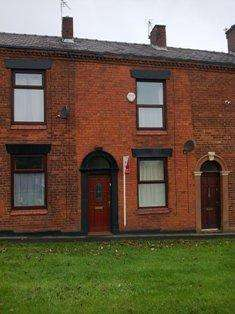 2 Bedrooms Terraced House for rent in Oldham Road, Shaw, Oldham OL2
