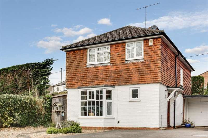 4 Bedrooms Detached House for sale in Folly Lane South, Farnham, Surrey