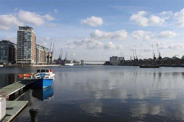 2 Bedrooms Flat for sale in The Pump Tower, Royal Docks