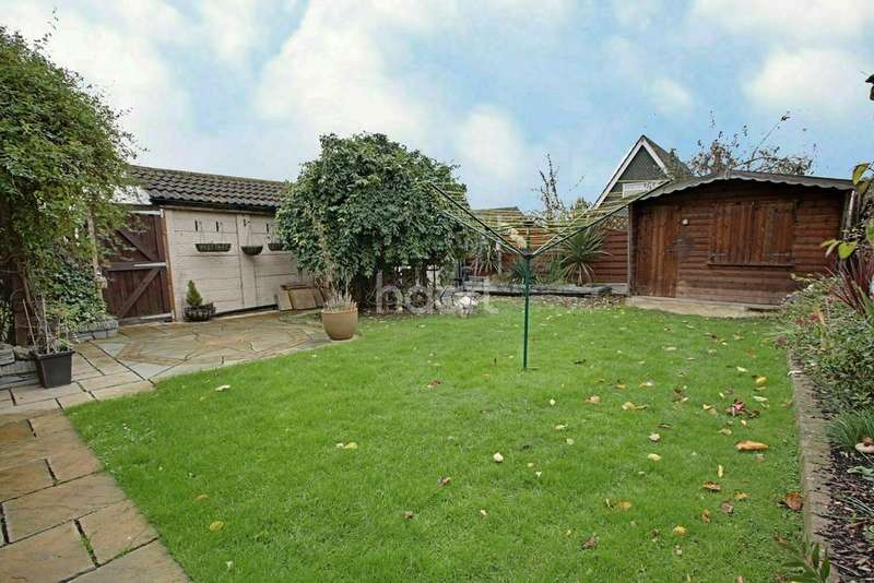 3 Bedrooms Detached House for sale in Burns Avenue, Basildon