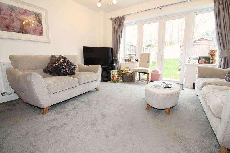 3 Bedrooms Semi Detached House for rent in Nr Judd Grammar School, Tonbridge