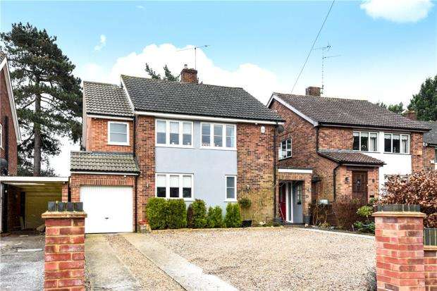 4 Bedrooms Detached House for sale in Oakfield Road, Blackwater, Surrey