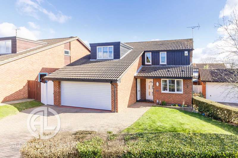 4 Bedrooms Detached House for sale in Greenway, Letchworth Garden City SG6 3UG