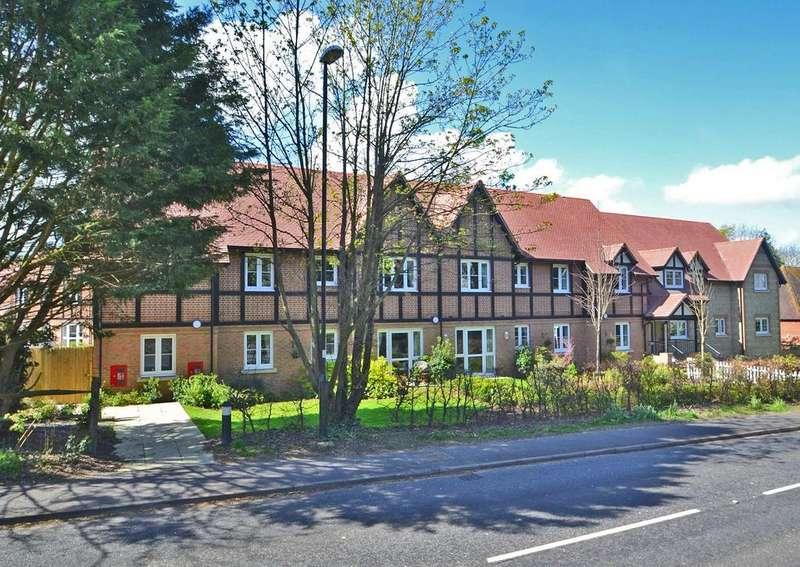1 Bedroom Flat for sale in Foxmead Court, Meadowside, Storrington, West Sussex, RH20