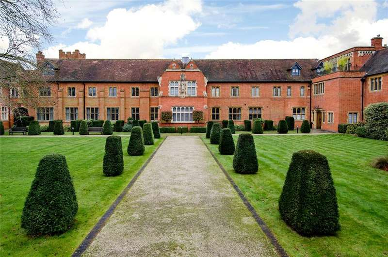 4 Bedrooms Flat for rent in Abbey Gardens, Upper Woolhampton, Reading, RG7