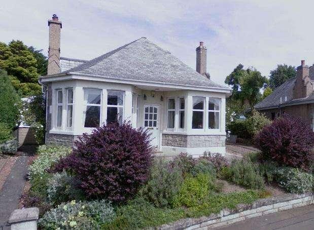 3 Bedrooms Detached House for rent in Pentland Crescent, Comiston, Edinburgh, EH10 6NS