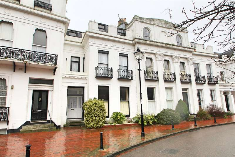 2 Bedrooms Apartment Flat for sale in Park Crescent, Worthing, West Sussex, BN11