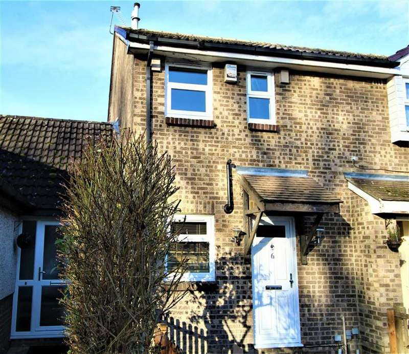 2 Bedrooms Semi Detached House for sale in Adelaide Close, Cippenham