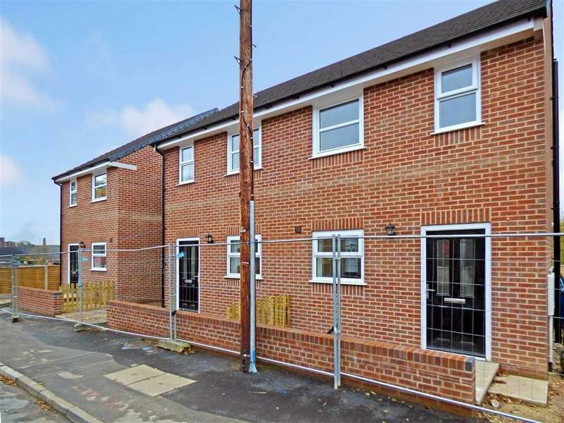 2 Bedrooms End Of Terrace House for sale in Manor Street, Fenton