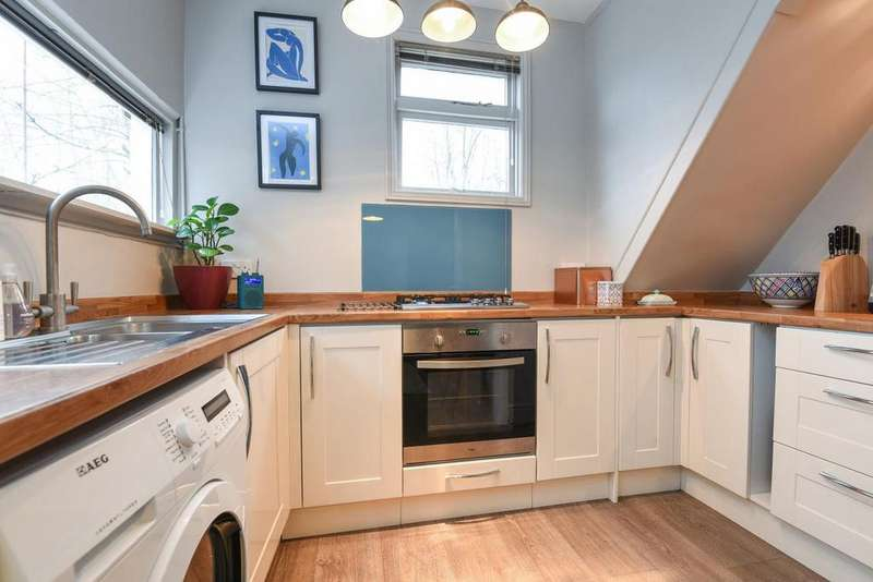 2 Bedrooms Flat for sale in Fortescue Road, Colliers Wood