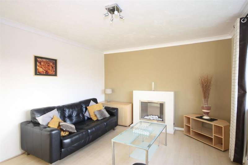 3 Bedrooms Apartment Flat for sale in Kepstorn Close, Kirkstall