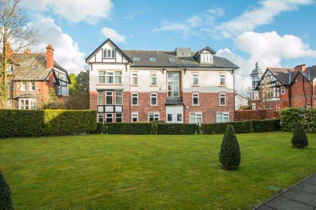 2 Bedrooms Apartment Flat for sale in Wolf Grange, Hale