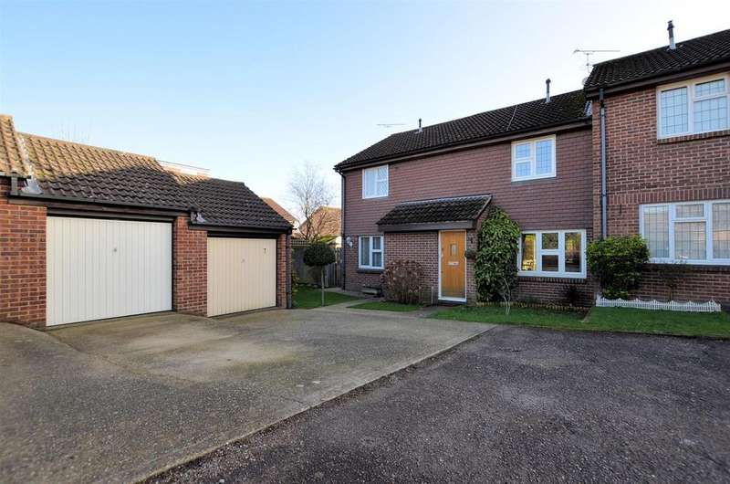 3 Bedrooms Terraced House for sale in Pemberton Gardens, Calcot, Reading