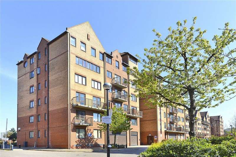 2 Bedrooms Apartment Flat for sale in Amsterdam Road, Docklands, E14