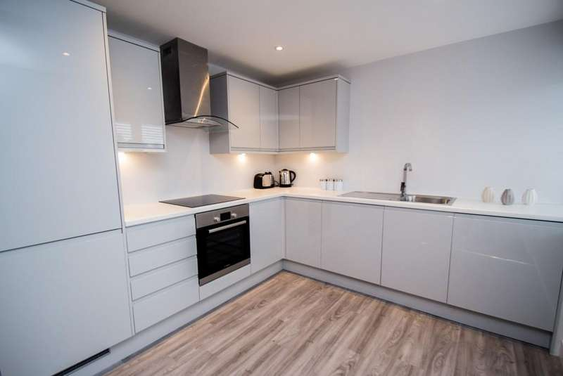 2 Bedrooms End Of Terrace House for rent in Archway Road