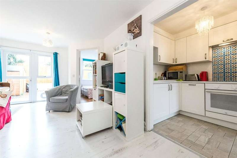 2 Bedrooms Flat for sale in Carfax Place, London, SW4