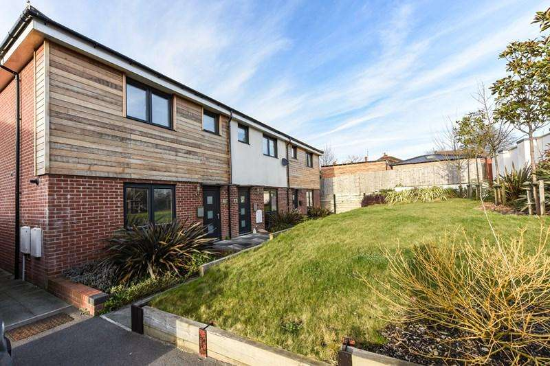 3 Bedrooms End Of Terrace House for sale in Oak Bank, Andover