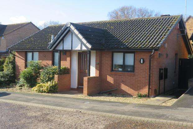 2 Bedrooms Bungalow for sale in Barn Owl Close, East Hunsbury, Northampton, NN4