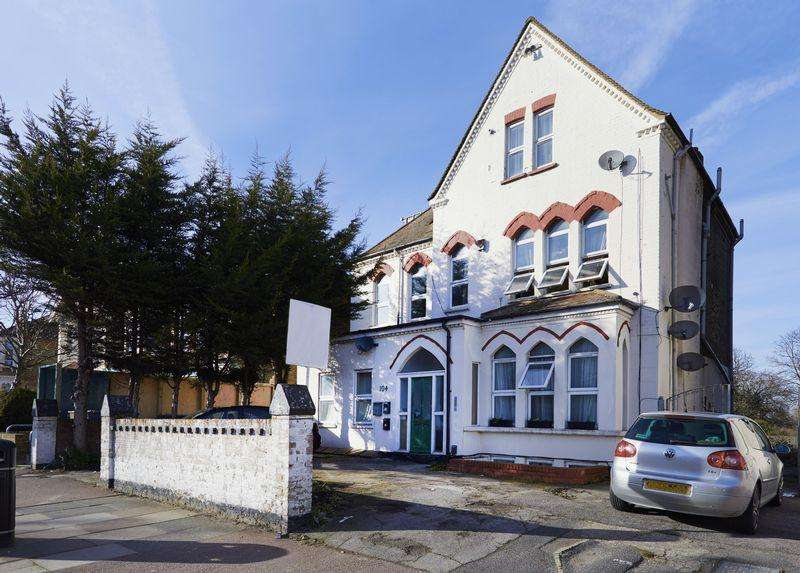 3 Bedrooms Apartment Flat for sale in Southwood Road, New Eltham SE9