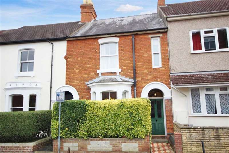 3 Bedrooms Terraced House for sale in Hythe Road, Old Town, Swindon