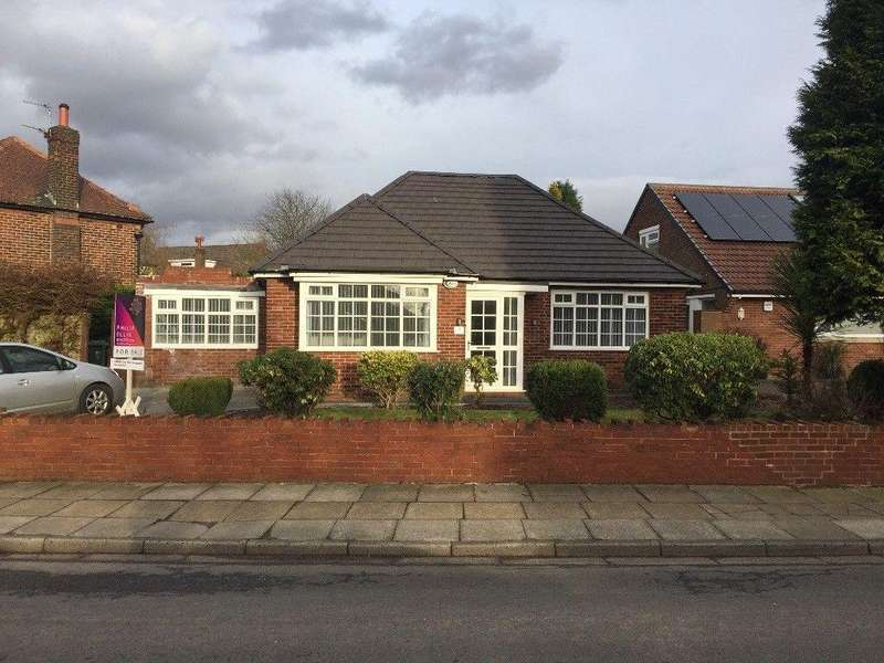 5 Bedrooms Detached Bungalow for rent in Hillingdon Rd, Whitefield, Manchester M35