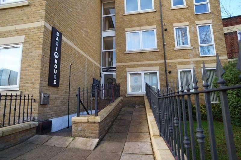 1 Bedroom Flat for sale in Basi House, Wrotham Road, Gravesend, Kent, DA11