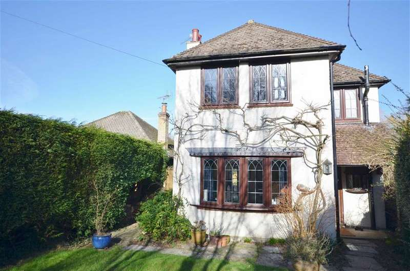 3 Bedrooms Detached House for sale in Moons Hill, Frensham, Farnham