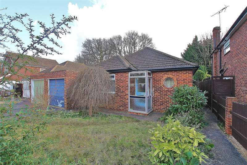 3 Bedrooms Detached Bungalow for sale in Five Oaks Close, Woking, Surrey, GU21