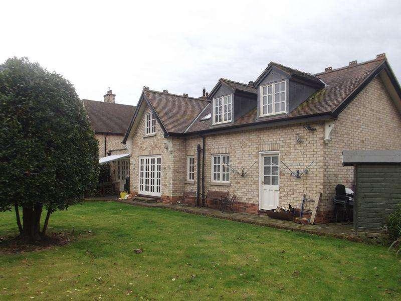 5 Bedrooms Detached Bungalow for sale in Packman Lane, Kirk Ella