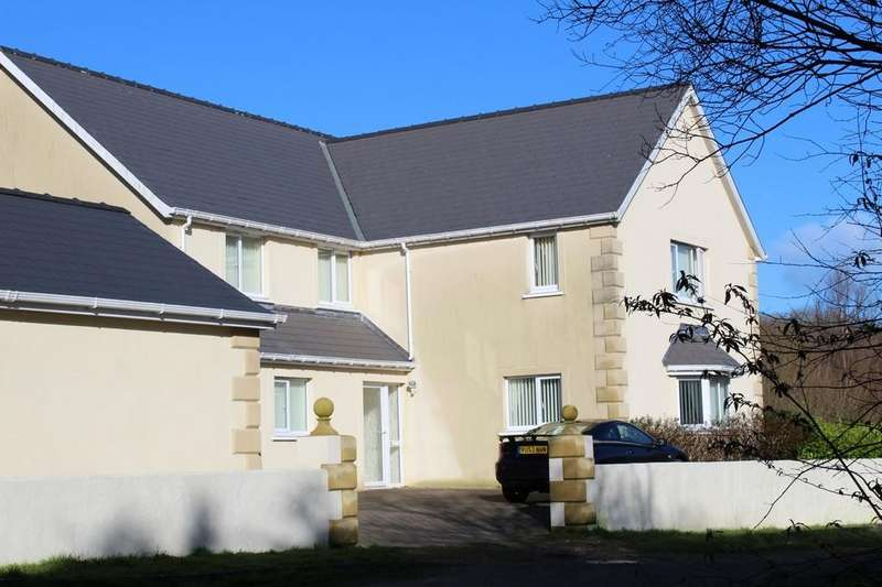 4 Bedrooms Detached House for sale in Goodwick, Pembrokeshire