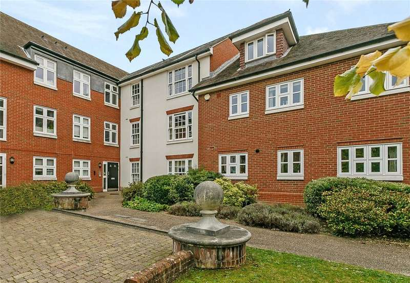 2 Bedrooms Flat for sale in Hewells Court, Black Horse Way, Horsham, West Sussex