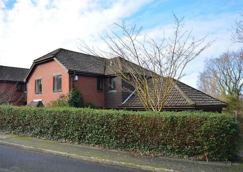 4 Bedrooms Detached House for sale in Dukes Hill, Battle