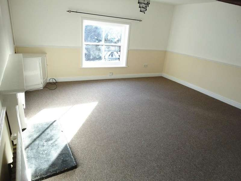 3 Bedrooms Flat for rent in High Street, Cheadle
